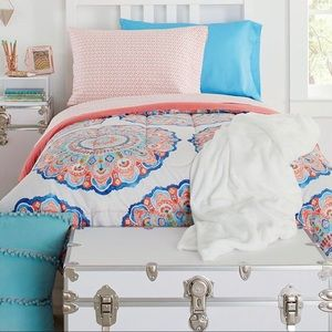 Other - Adorable Twin XL Comforter!!